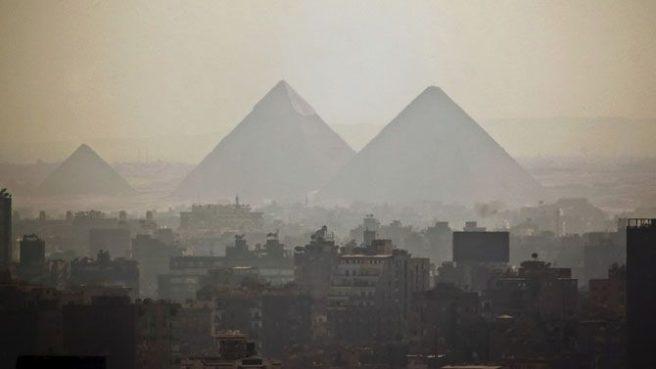 Пирамиды Гизы неподалёку от Каира, Египет