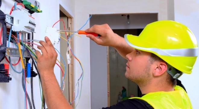 Электрика в вашем доме. Где найти профессионального электрика в Бресте?